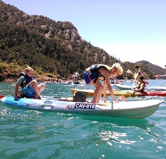 Niños de ESO disfrutando con los Kayaks